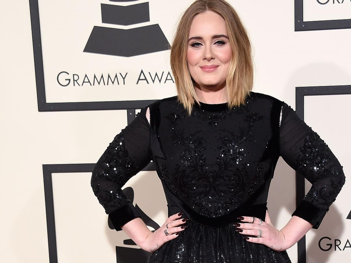 Adele w czarnej sukience