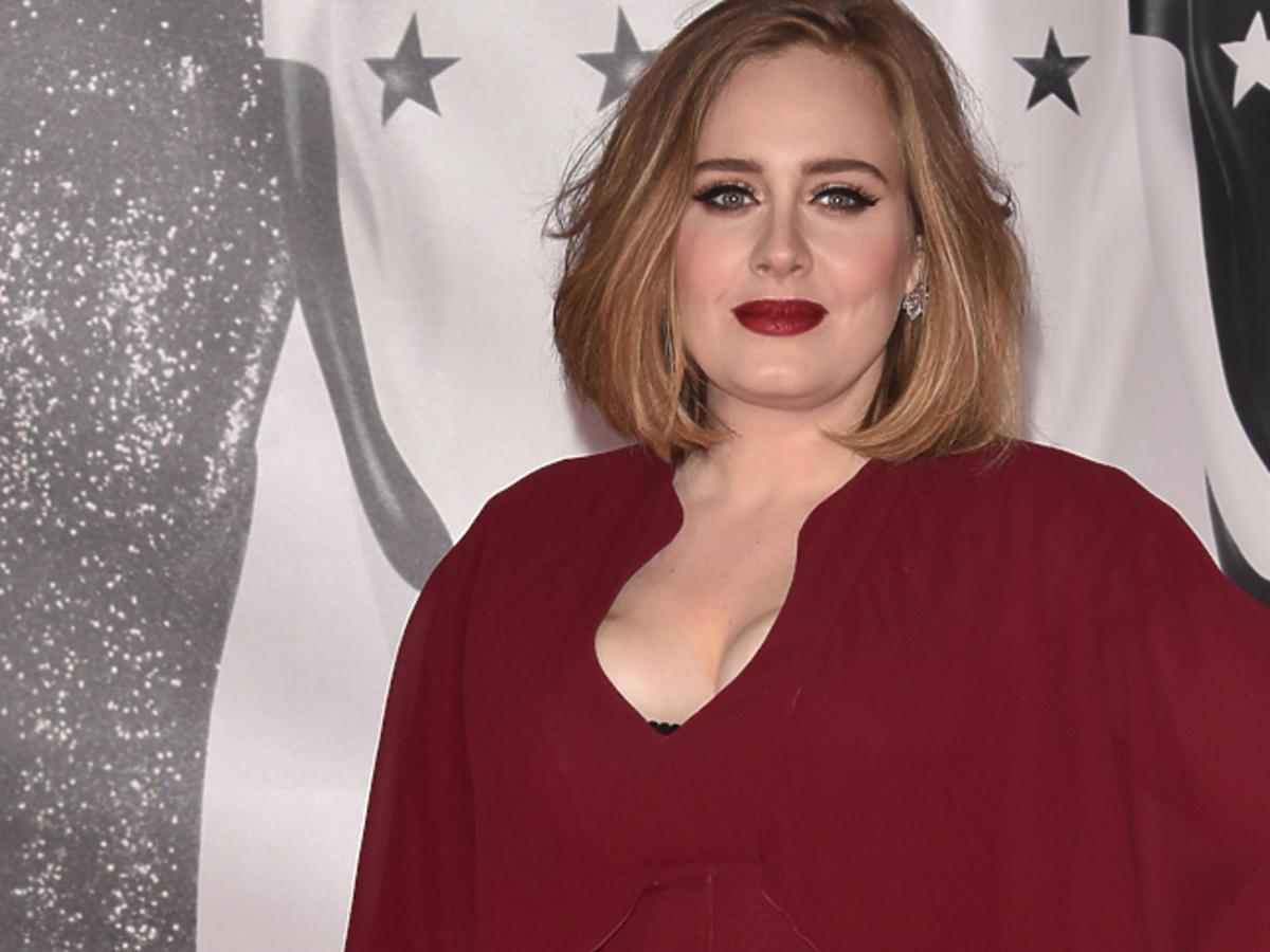 Adele w czerwonej sukni