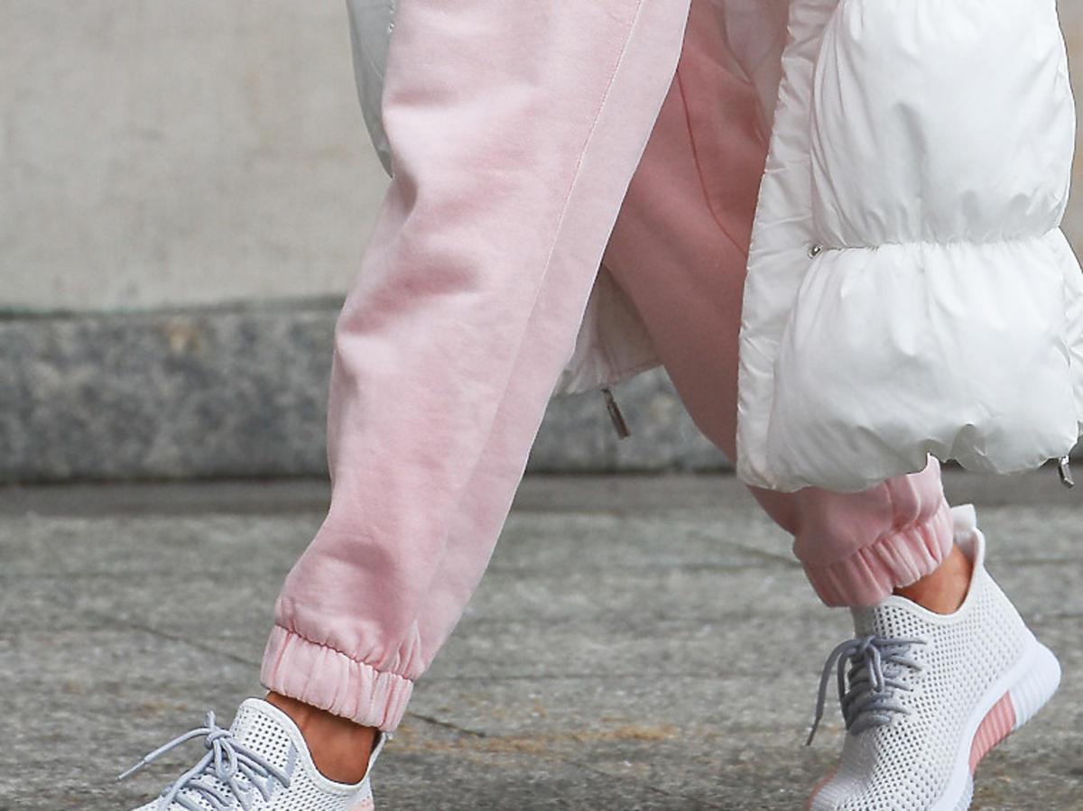 Adidasy w kolorze pudrowo-białym