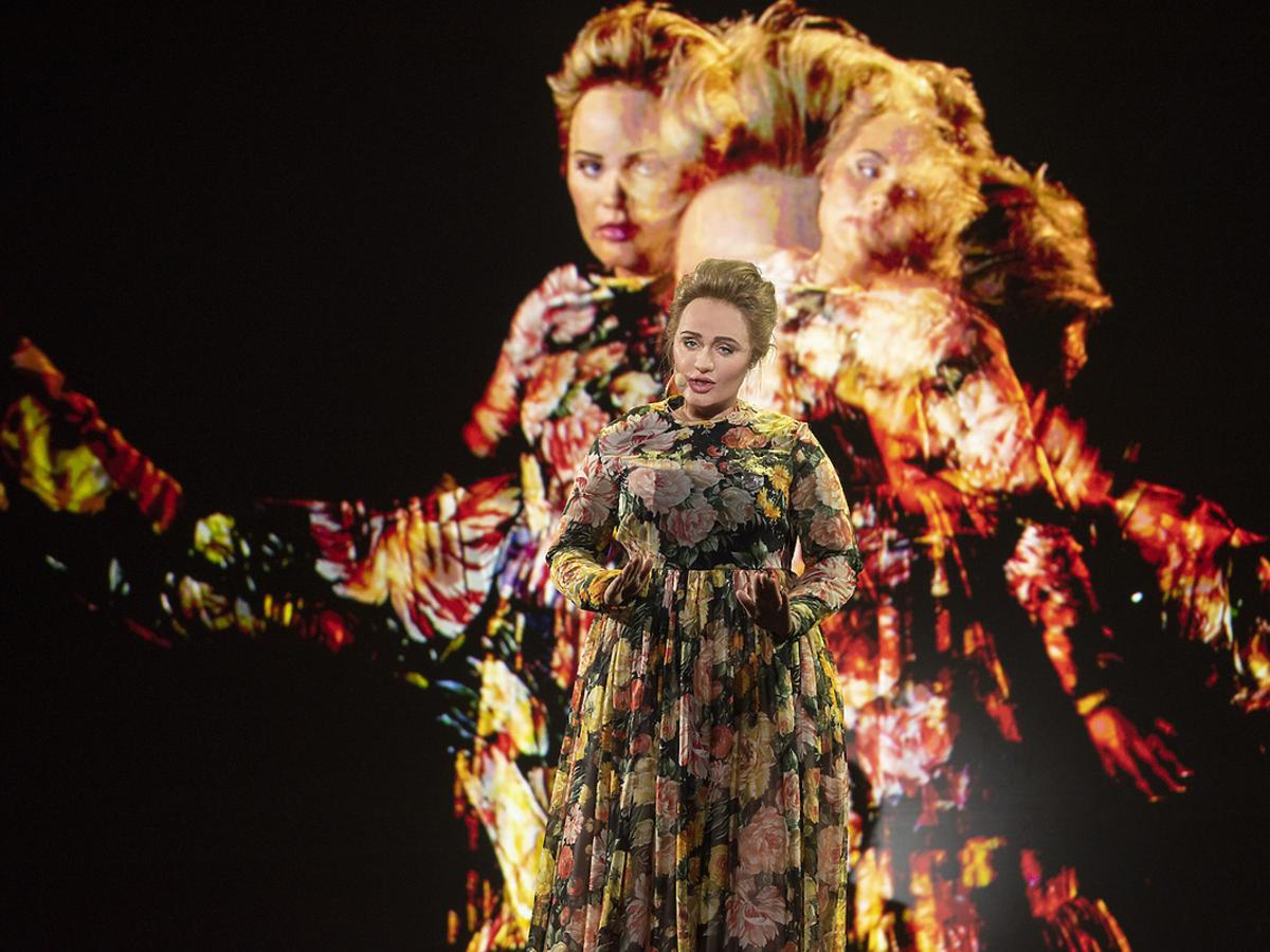 Adriana Kalska jako Adele