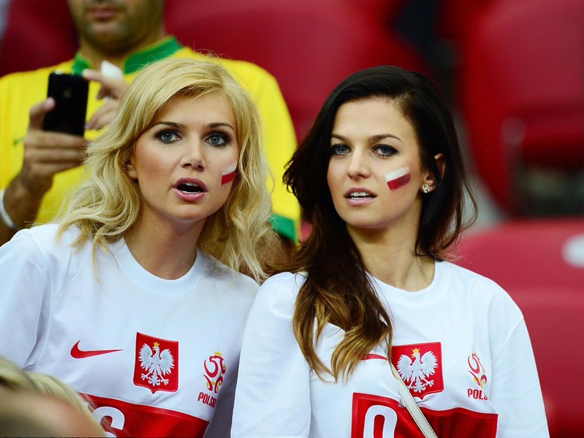 Agata Błaszczykowska z Anią Lewandowską na stadionie
