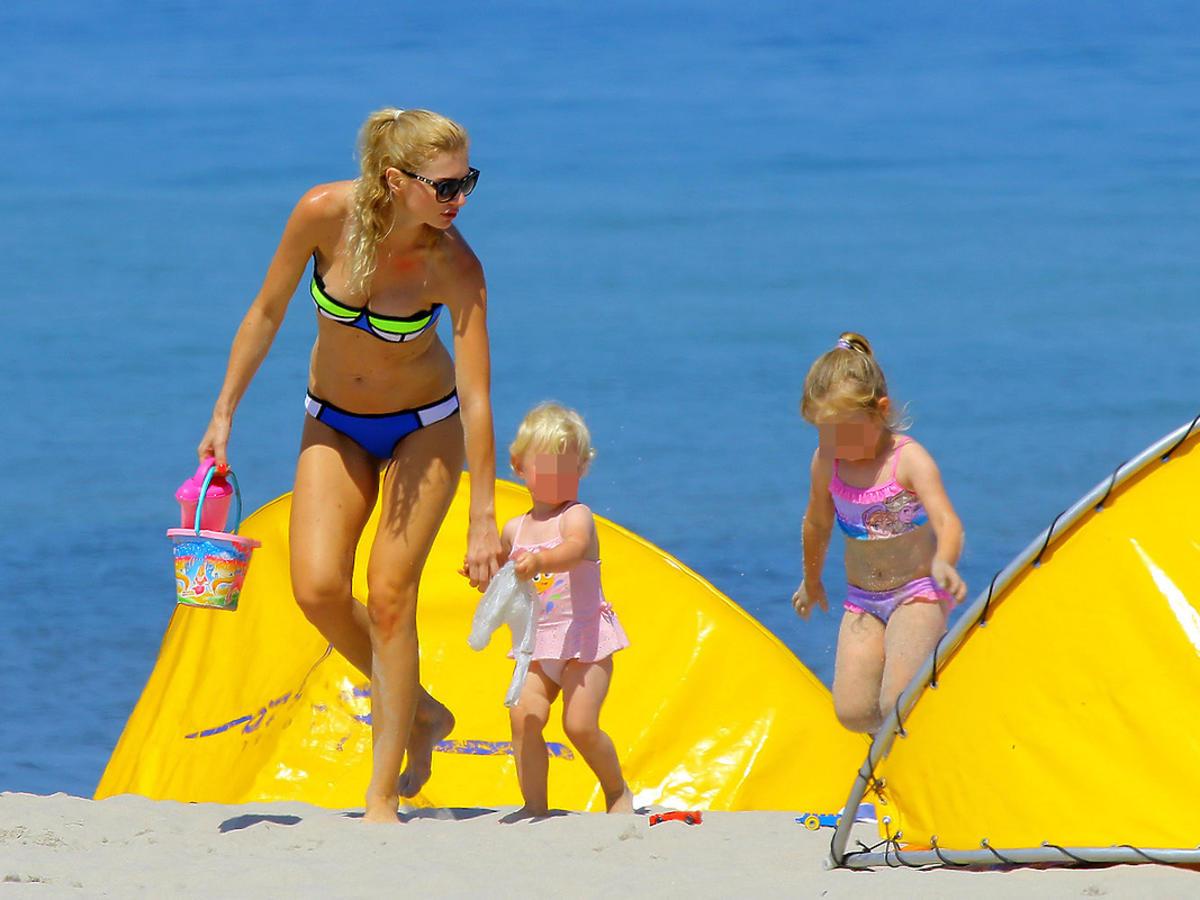 Agata Błaszczykowska, żona Kuby Błaszczykowskiego z dziećmi na plaży