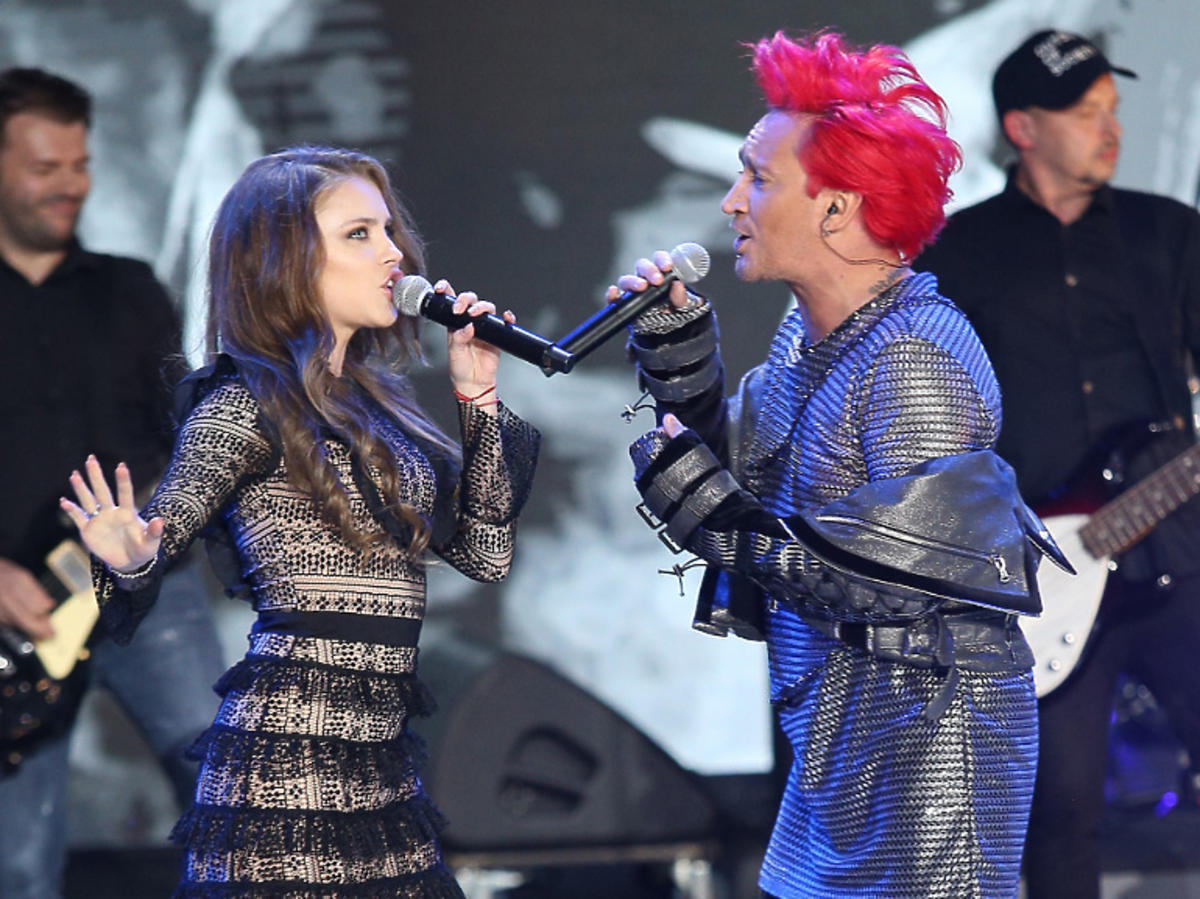 Agata Buczkowska z Michałem Wiśniewskim na scenie