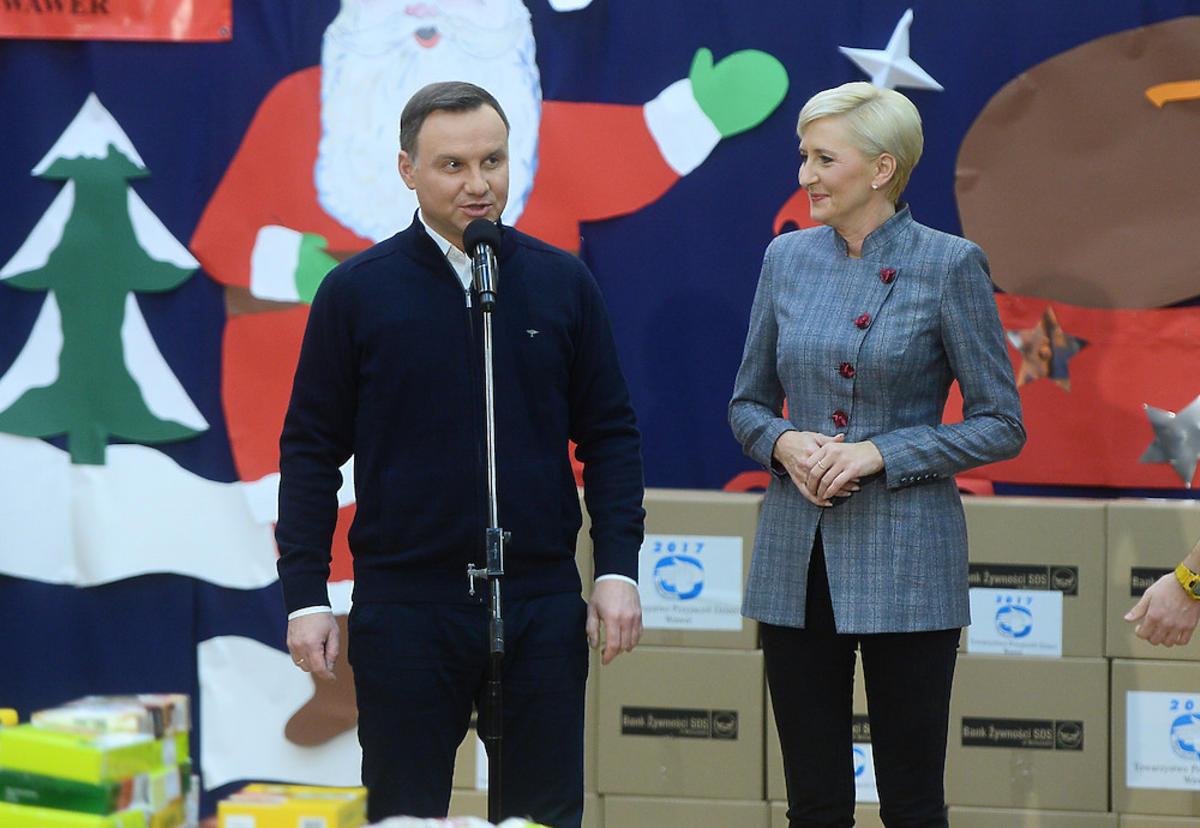 Agata Duda i Andrzej Duda podczas świątecznej zbiórki żywności