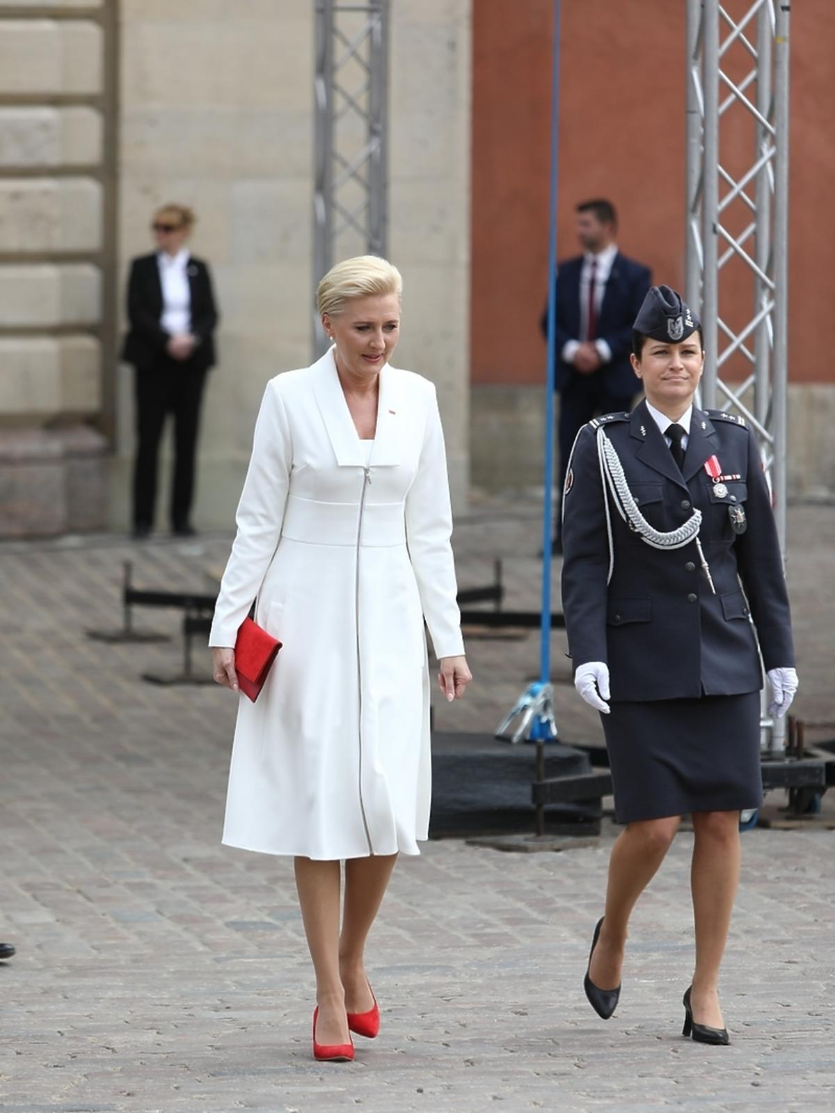 Agata Duda w białej stylizacji świętuje Dzień Flagi