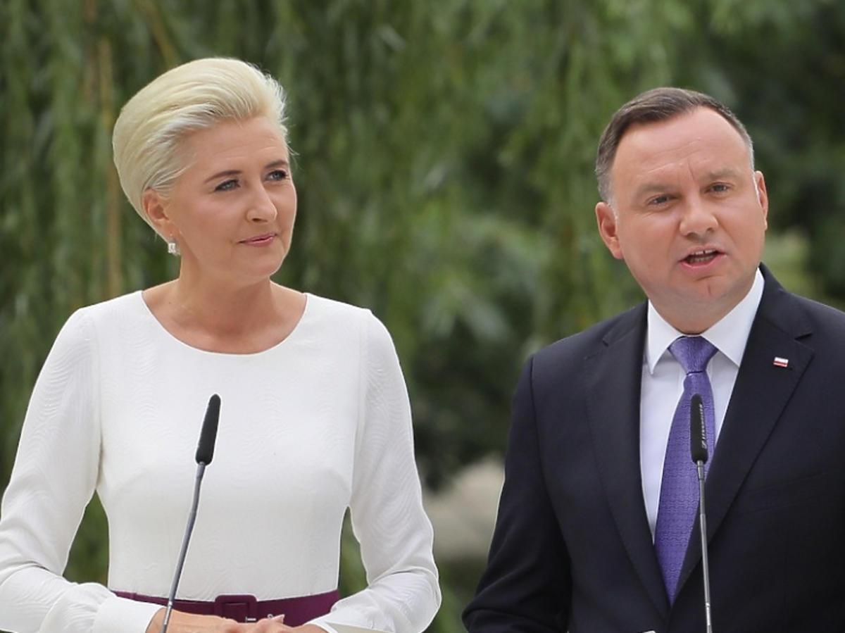 Agata Duda w białej sukience, Andrzej Duda w garniturze