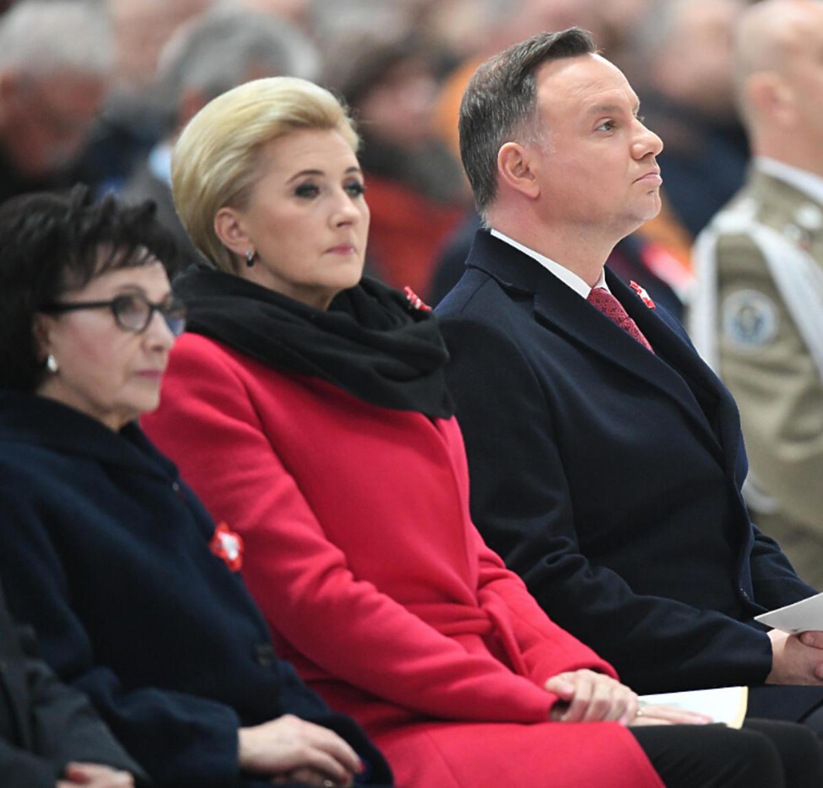 Agata Duda w czerwonym płaszczu