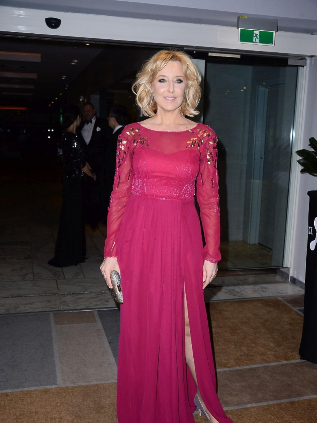 Agata Młynarska w bordowej sukni