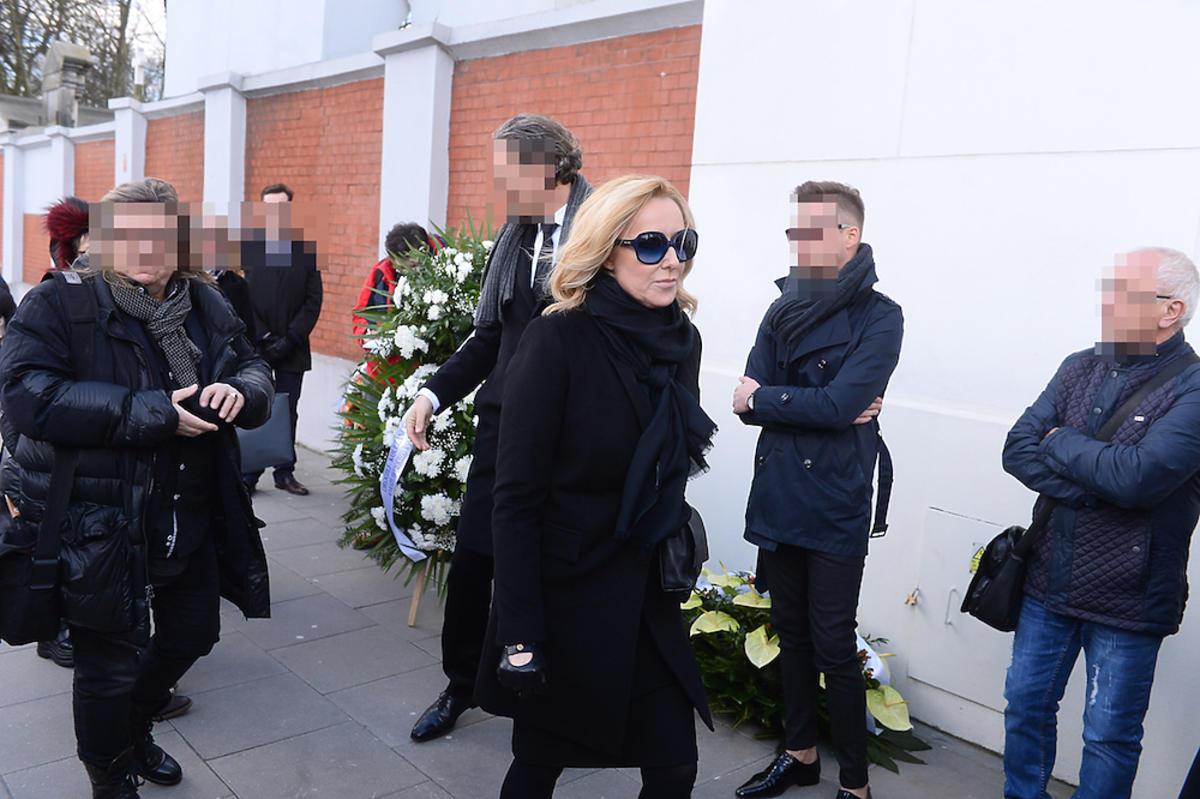 Agata Młynarska w czarnym płaszczu