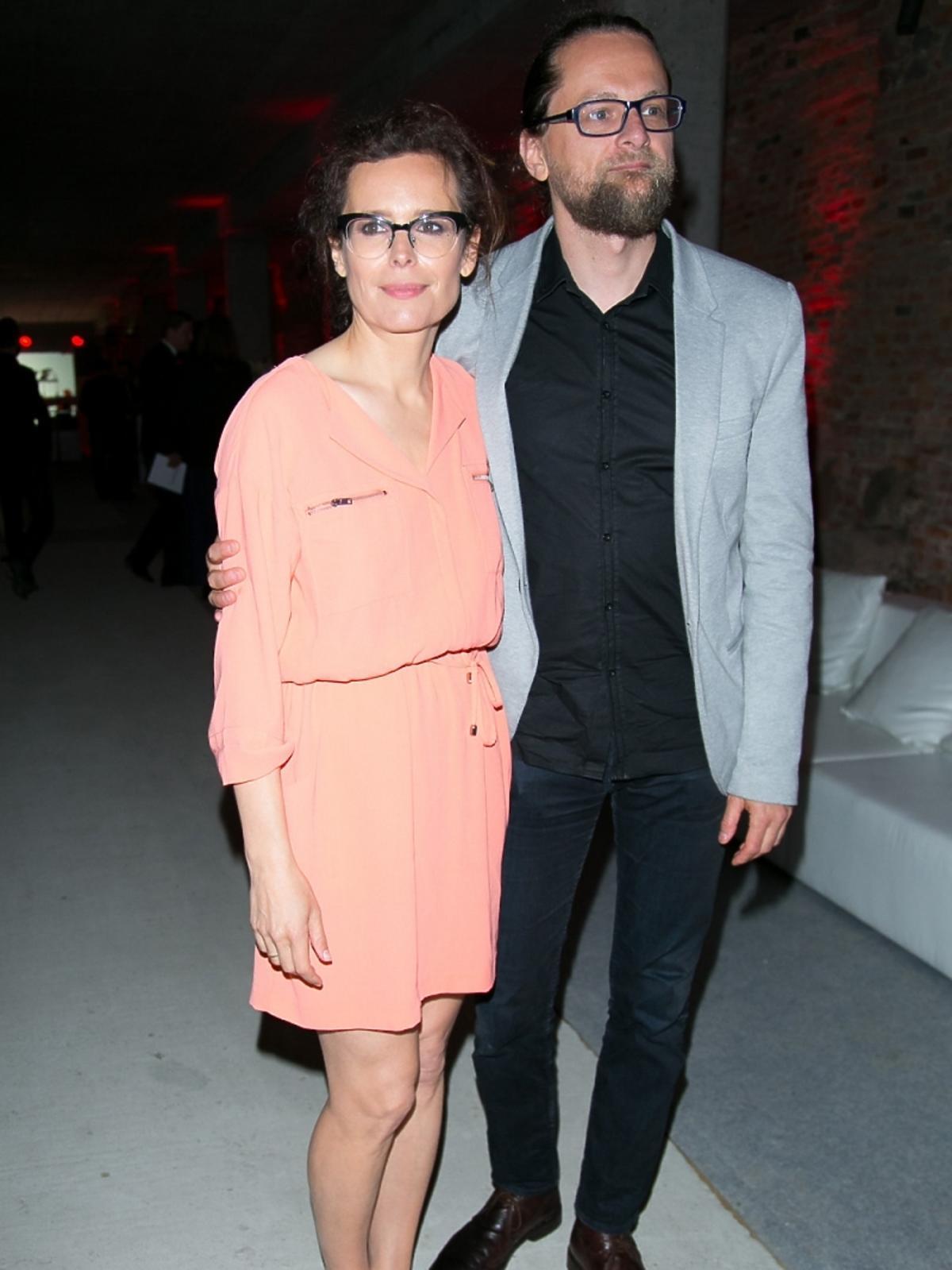 Agata Passent z partnerem na imprezie magazynu Esquire