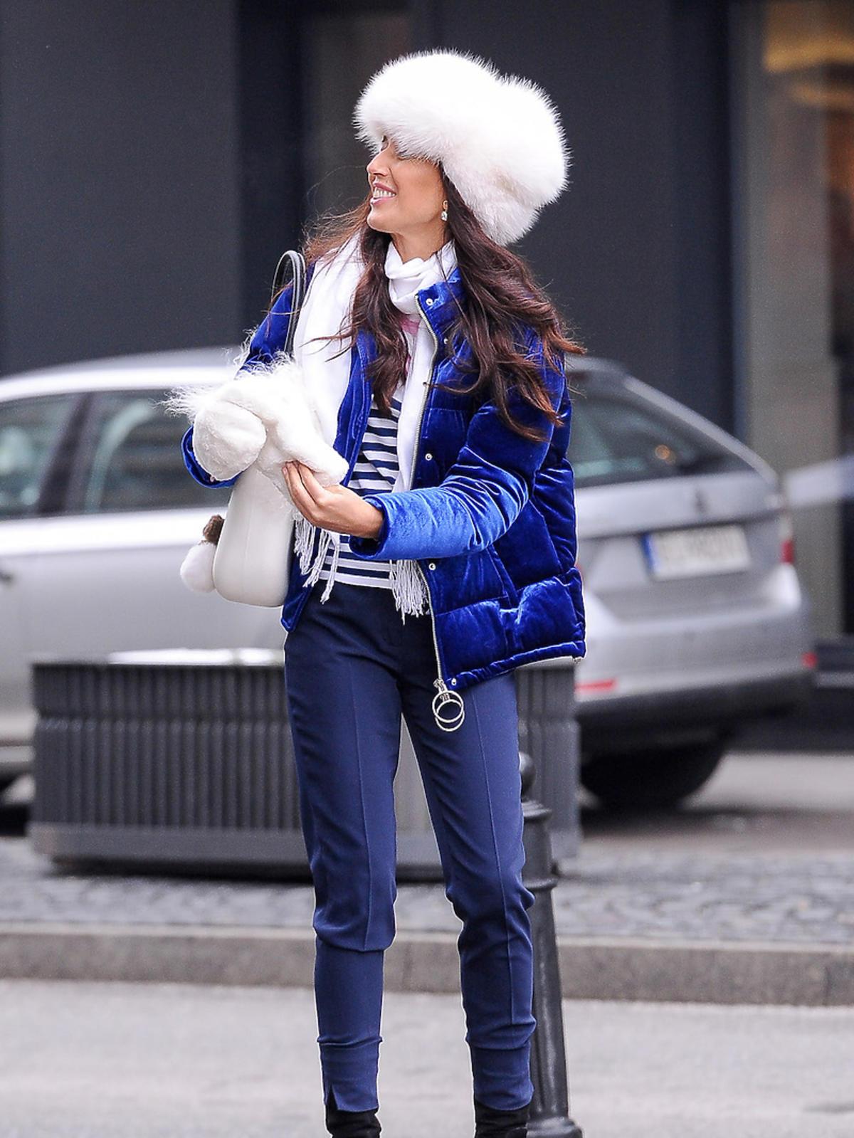 Agata Steczkowska w futrzanej czapce