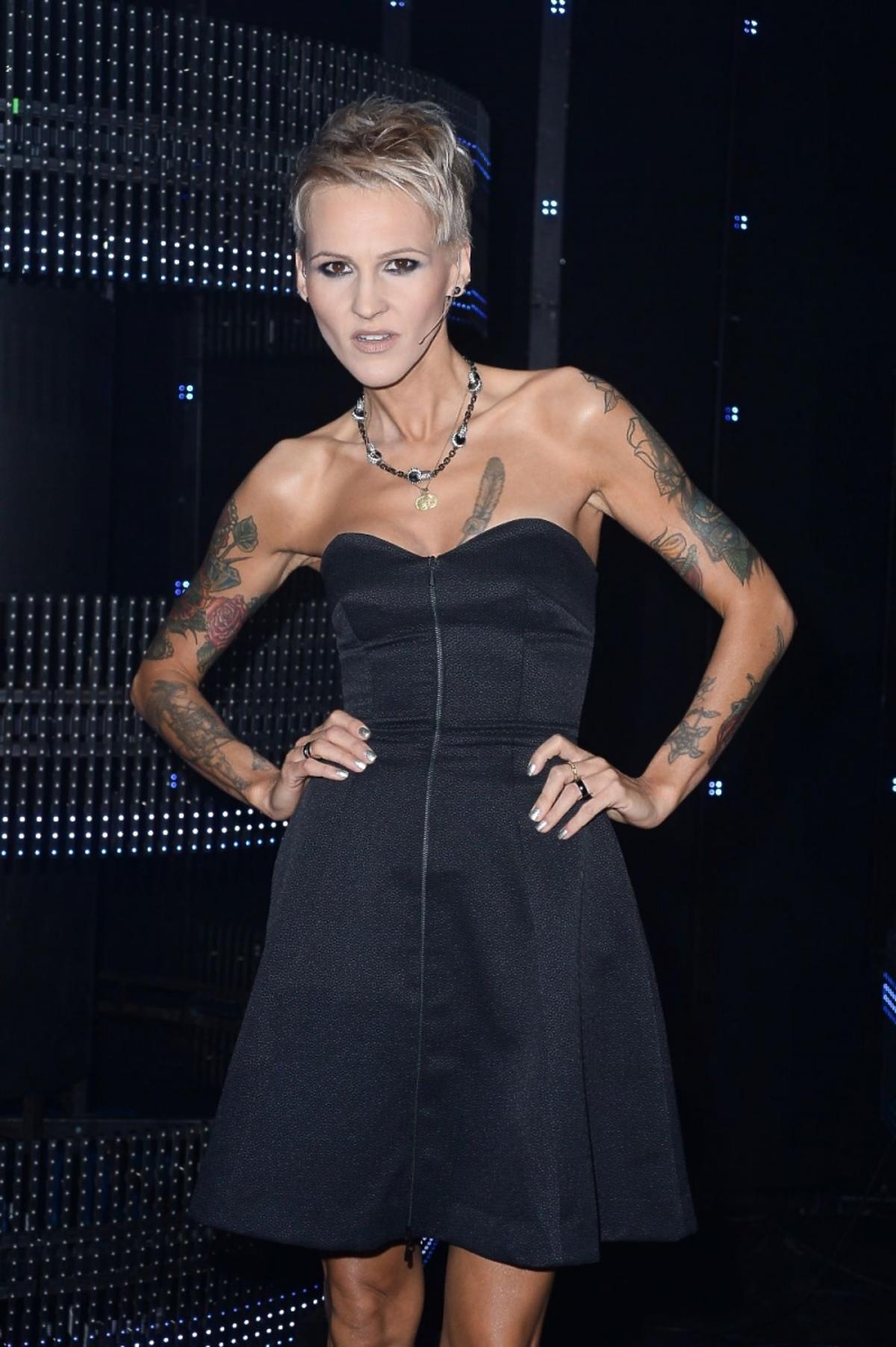 Agnieszka Chylińska w czarnej sukience na 8. finale Mam Talent