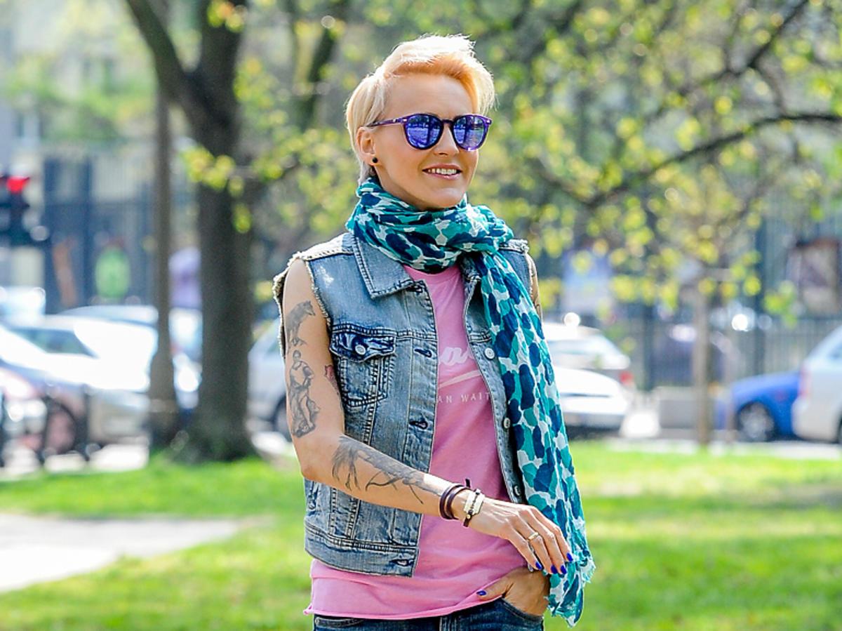 Agnieszka Chylińska w różowej bluzce
