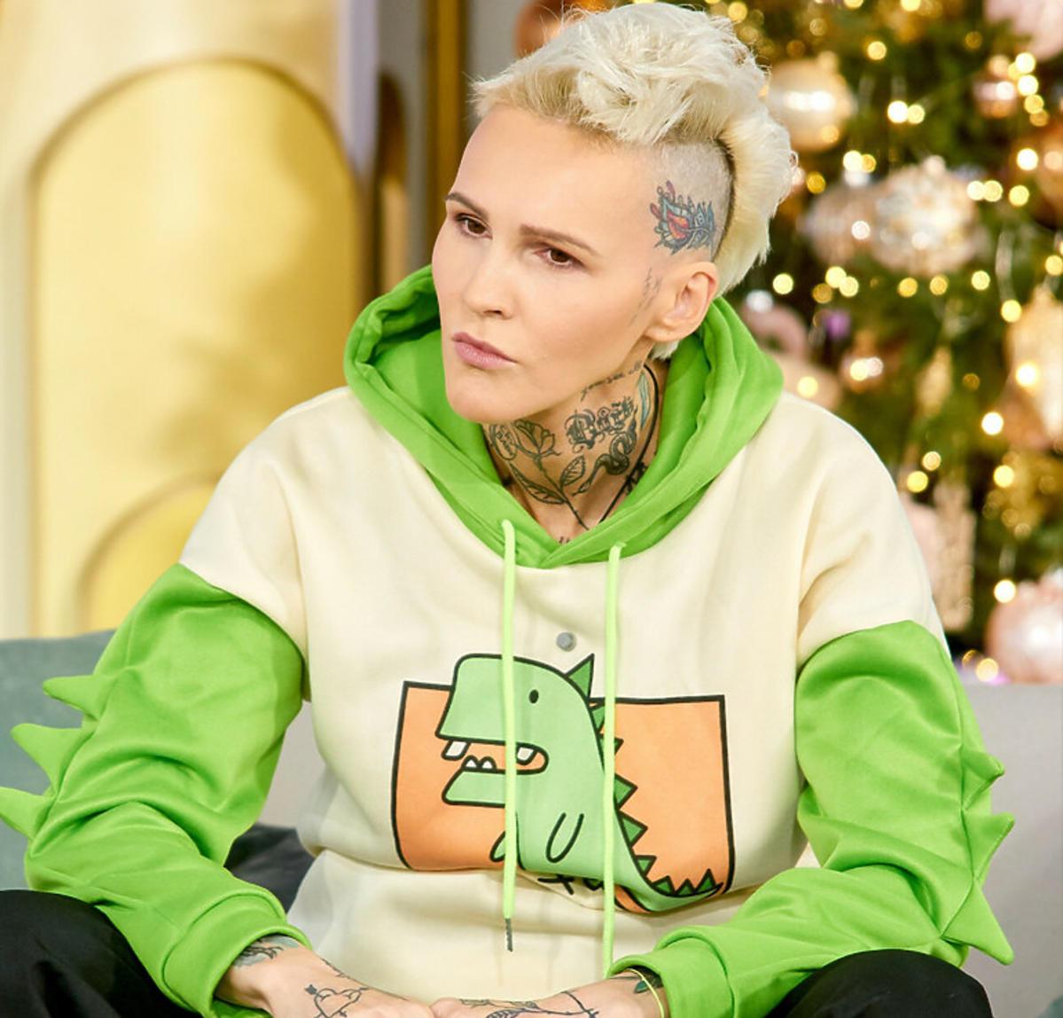 Agnieszka Chylińska w zielonej bluzie w