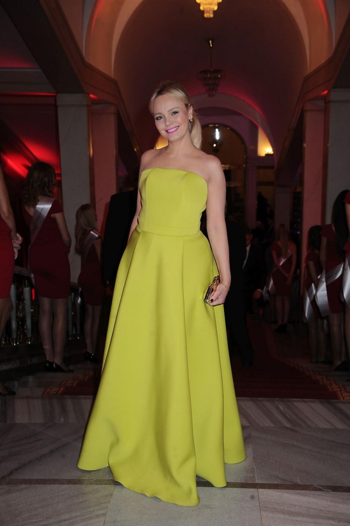 Agnieszka Jastrzębska w żółtej sukni