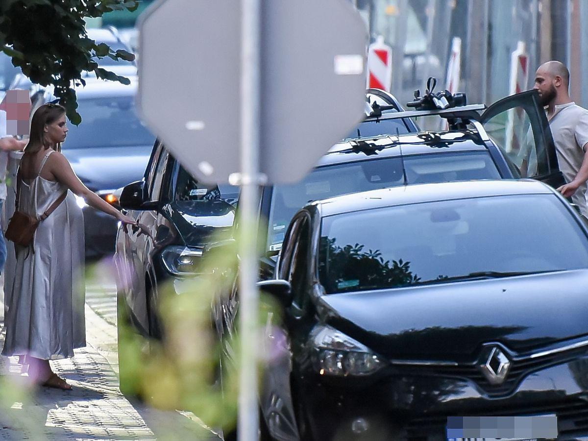 Agnieszka Kaczorowska odjeżdża luksusowym samochodem