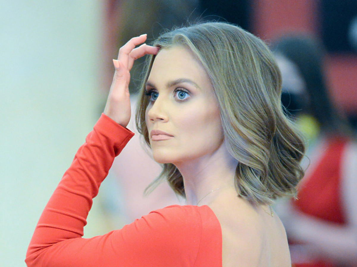 Agnieszka Kaczorowska w czerwonej sukience