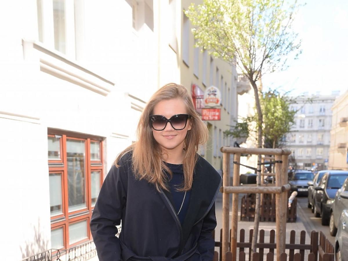 Agnieszka Kaczorowska w czerwonych botkach