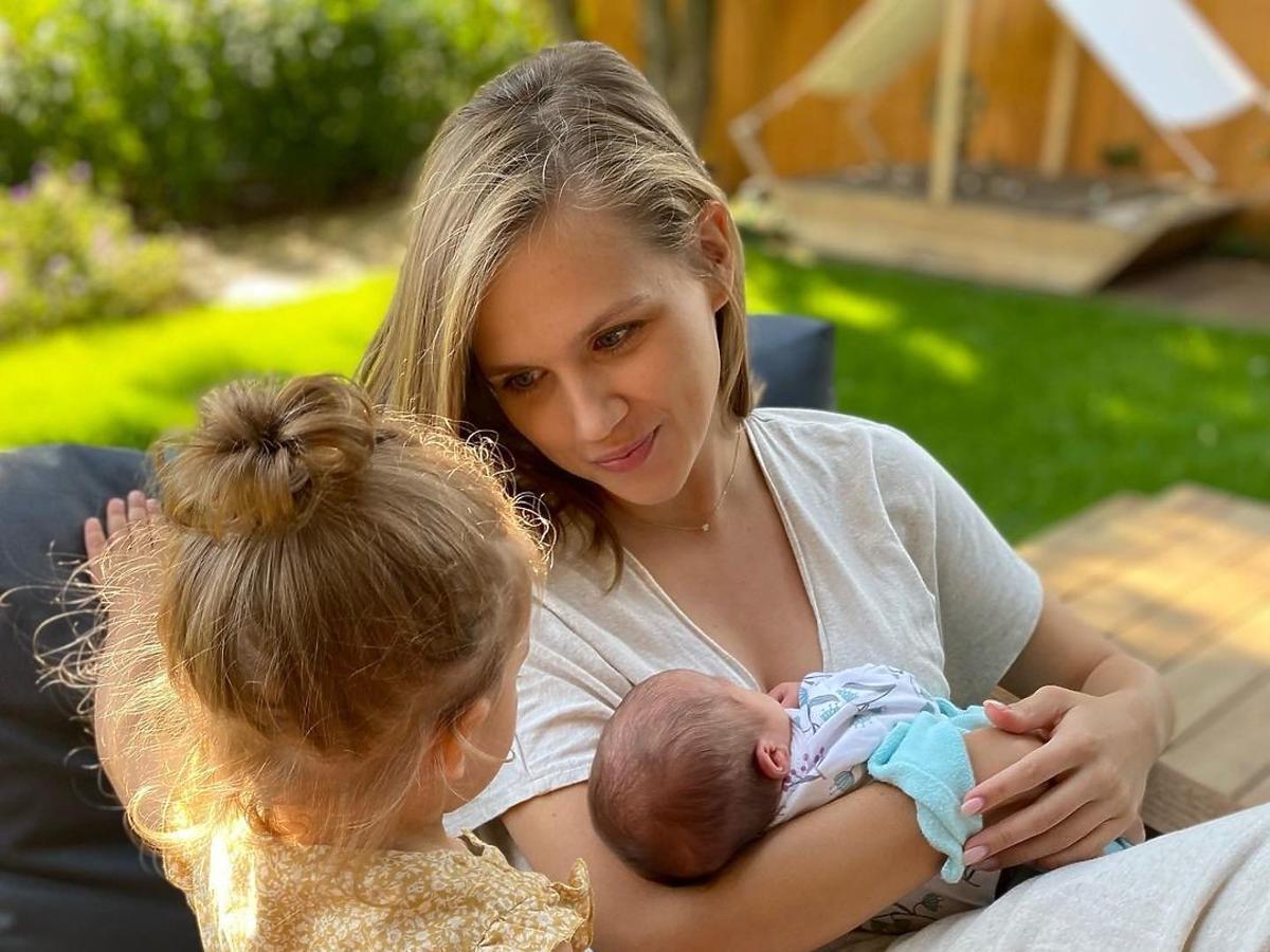 Agnieszka Kaczorowska z córkami