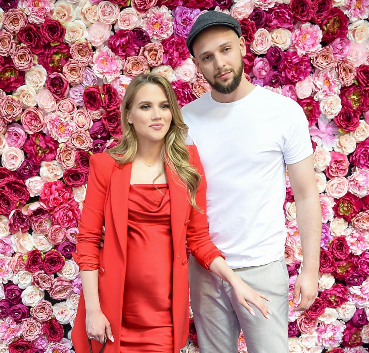 Agnieszka Kaczorowska z mężem na imprezie