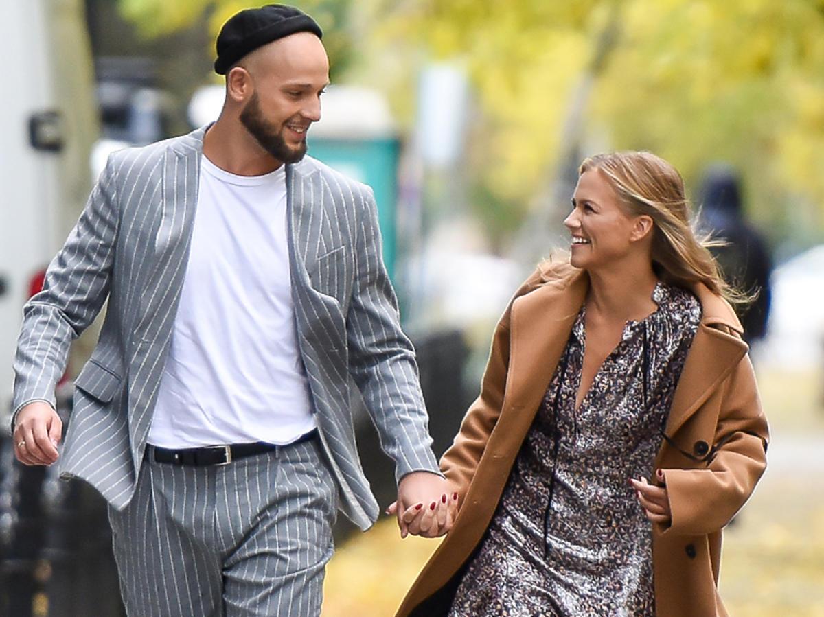 Agnieszka Kaczorowska z mężem na spacerze