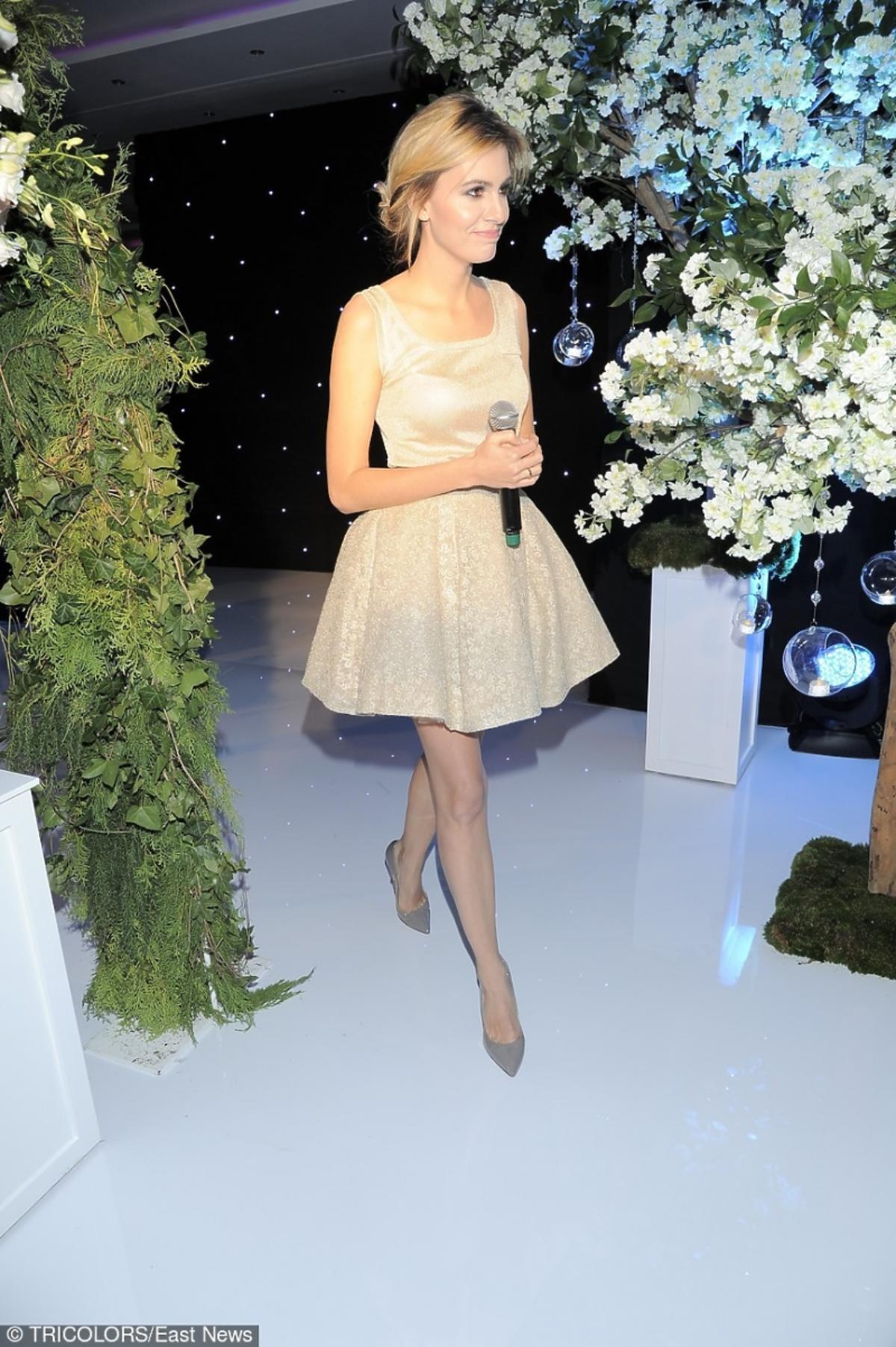Agnieszka Popielewicz w krótkiej sukience