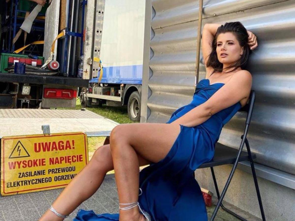 Agnieszka Sienkiewicz w niebieskiej sukni