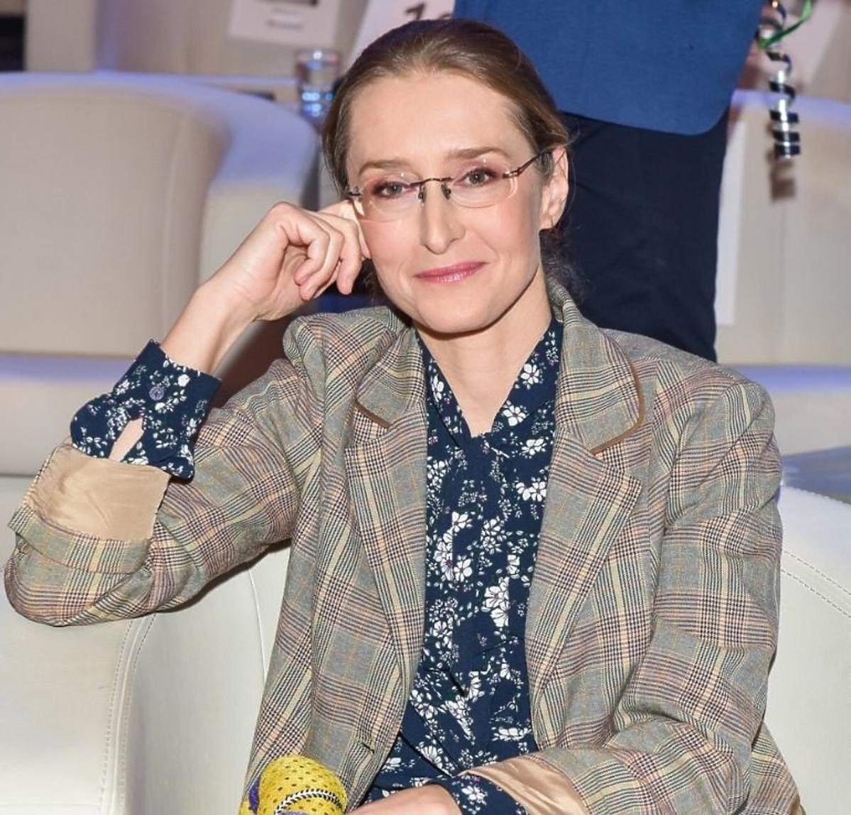 Agnieszka Sitek w marynarce w kratę