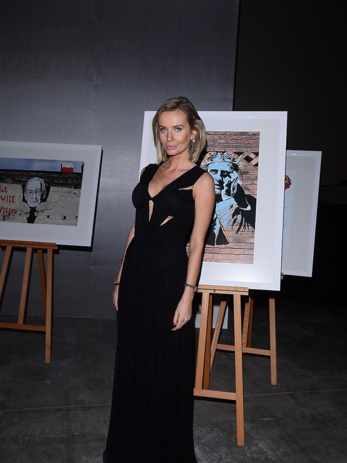 Agnieszka Szulim na wernisażu kalendarza Virako 2015 autorstwa Andrzeja Pągowskiego