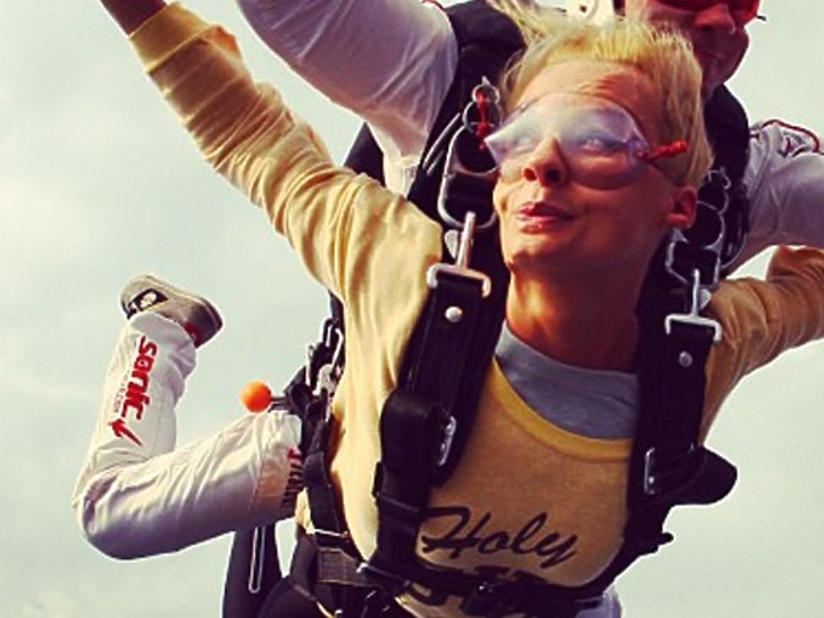 Agnieszka Szulim skoczyła ze spadochronem