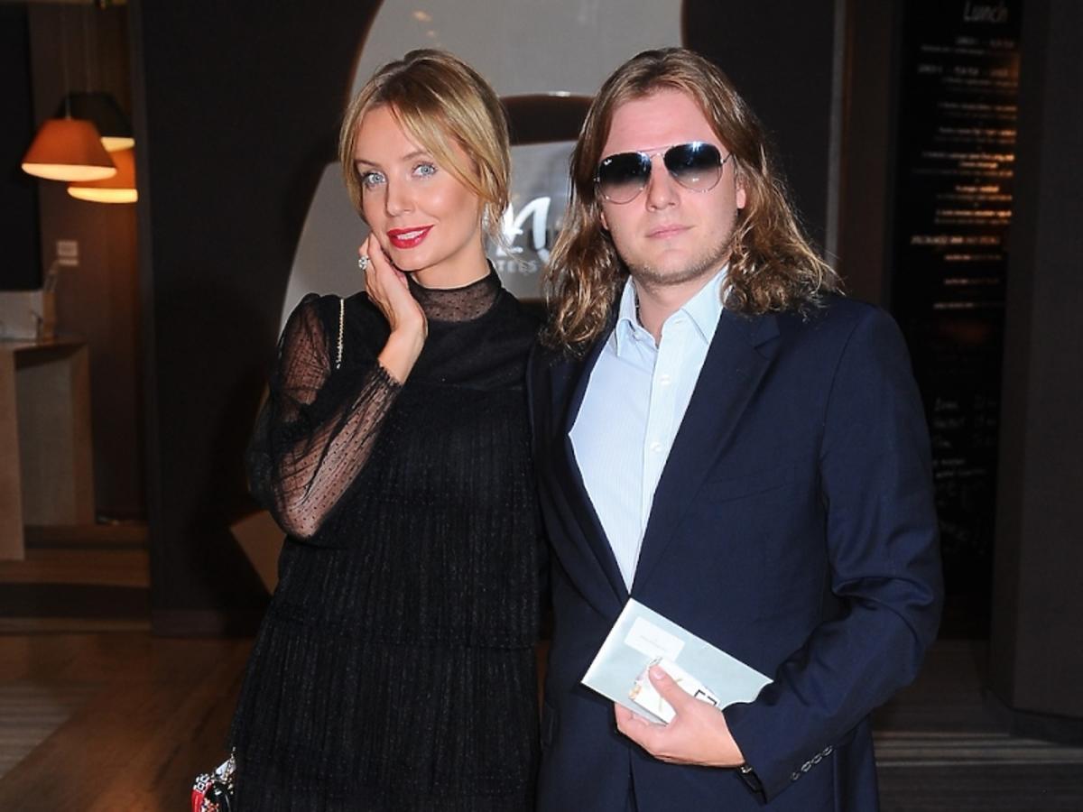 Agnieszka Szulim w czarnej tiulowej sukience z Piotrem Woźniakiem-Starakiem