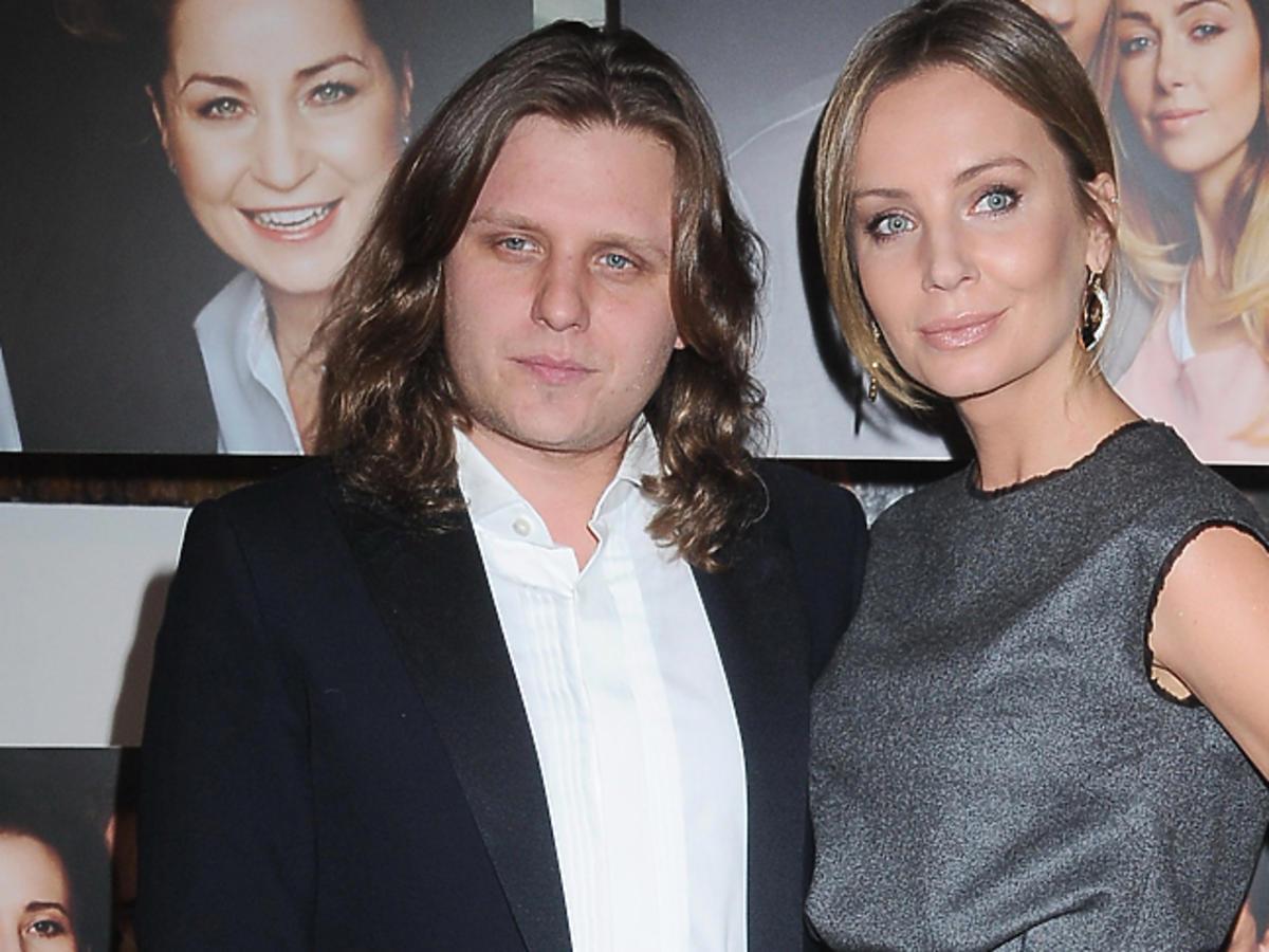 Agnieszka Szulim w szarej sukience