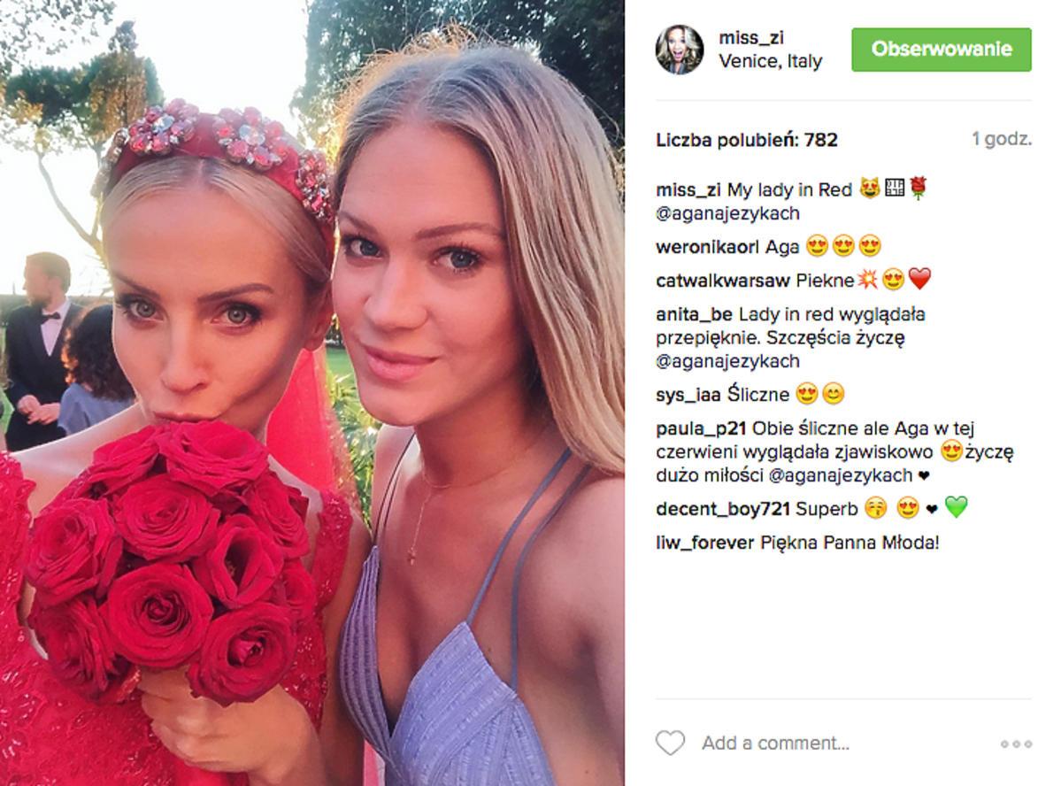 Agnieszka Szulim z kwiatami