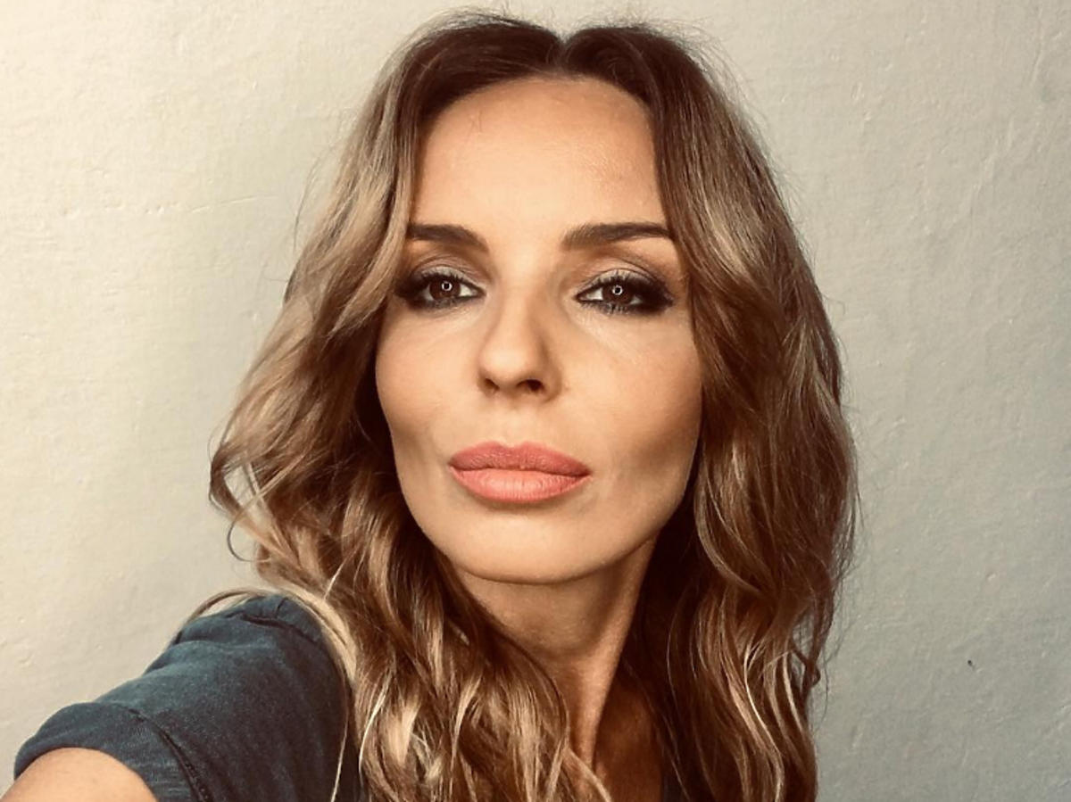 Agnieszka Włodarczyk kręcone włosy