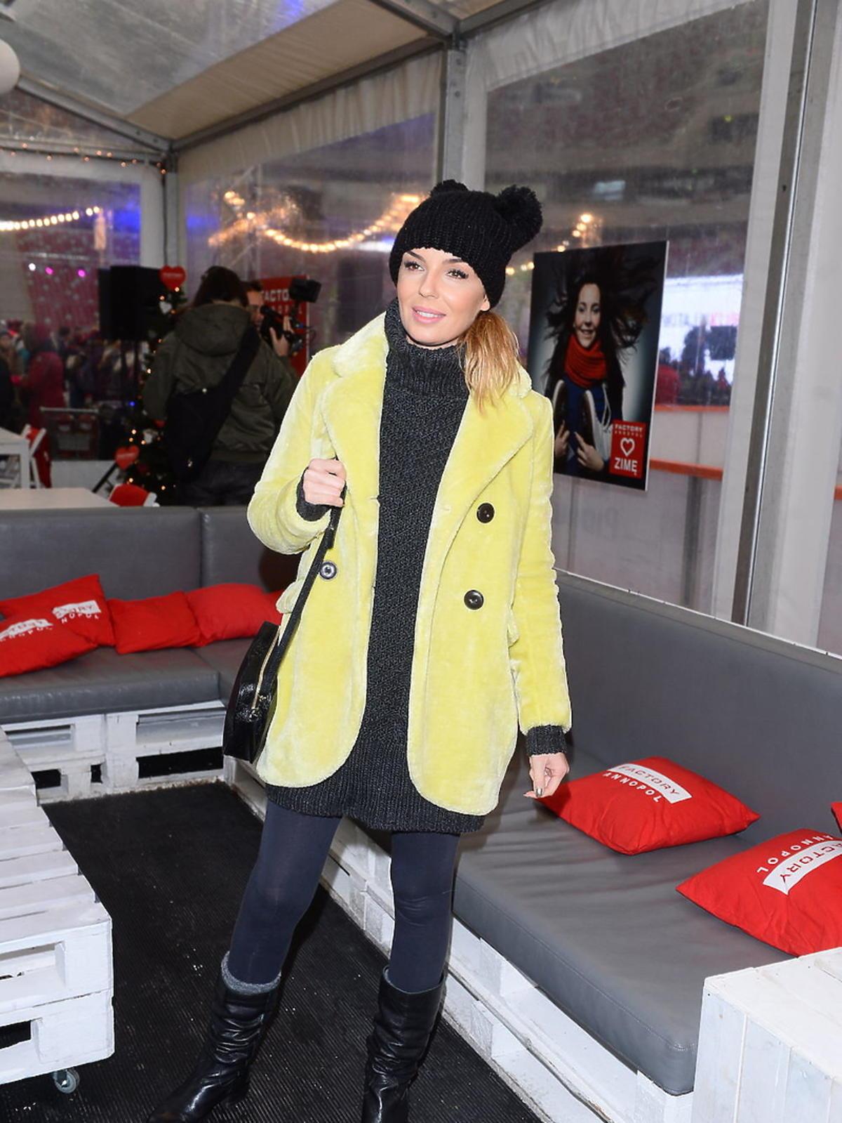 Agnieszka Włodarczyk w żółtej kurtce