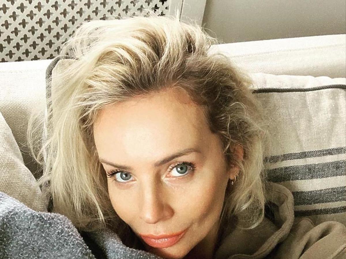 Agnieszka Woźniak-Starak na kanapie