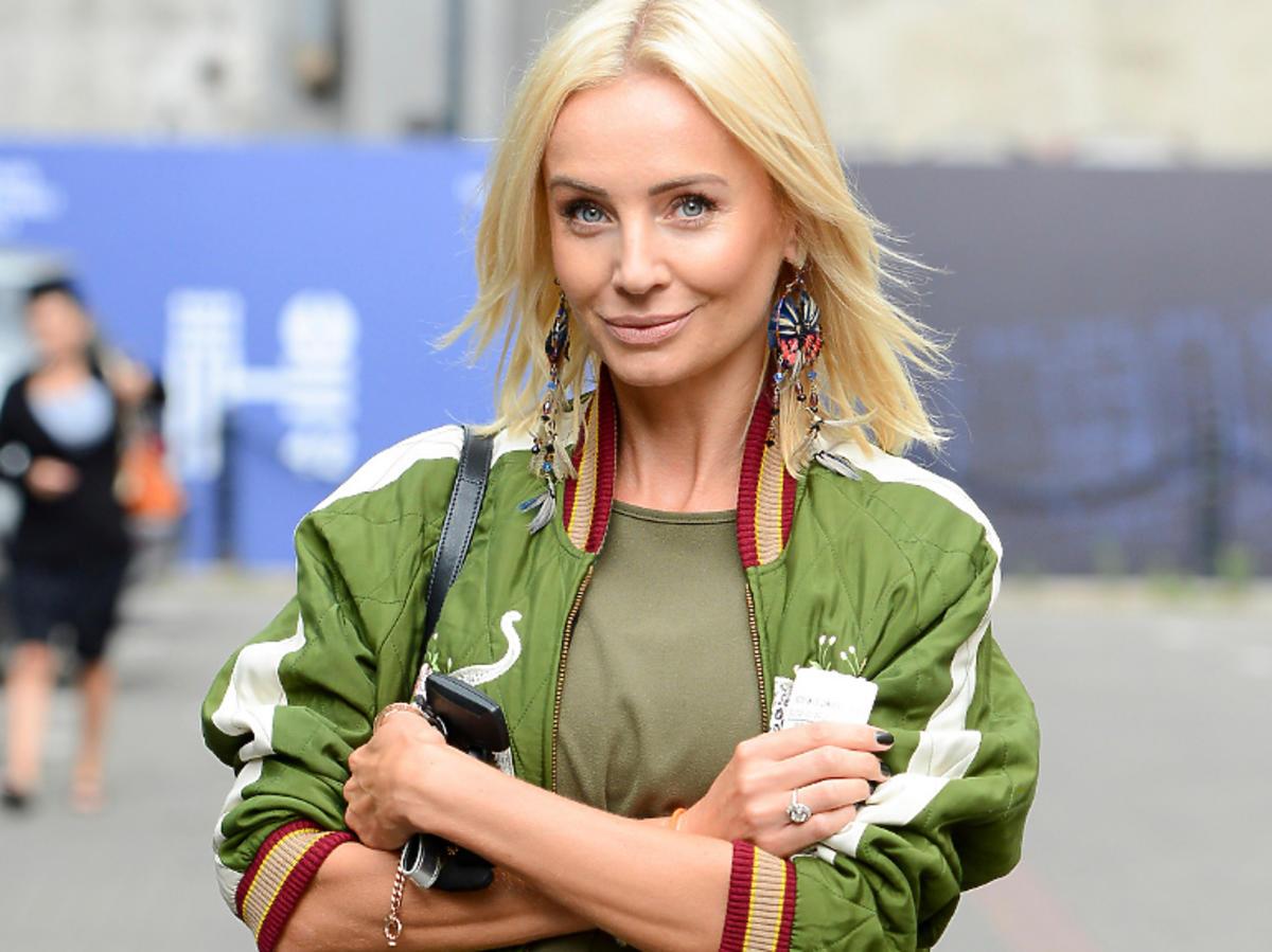 Agnieszka Woźniak-Starak pozuje fotoreporterom