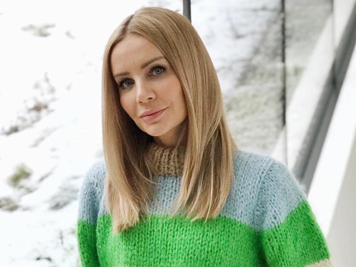 Agnieszka Woźniak-Starak w kolorowym swetrze