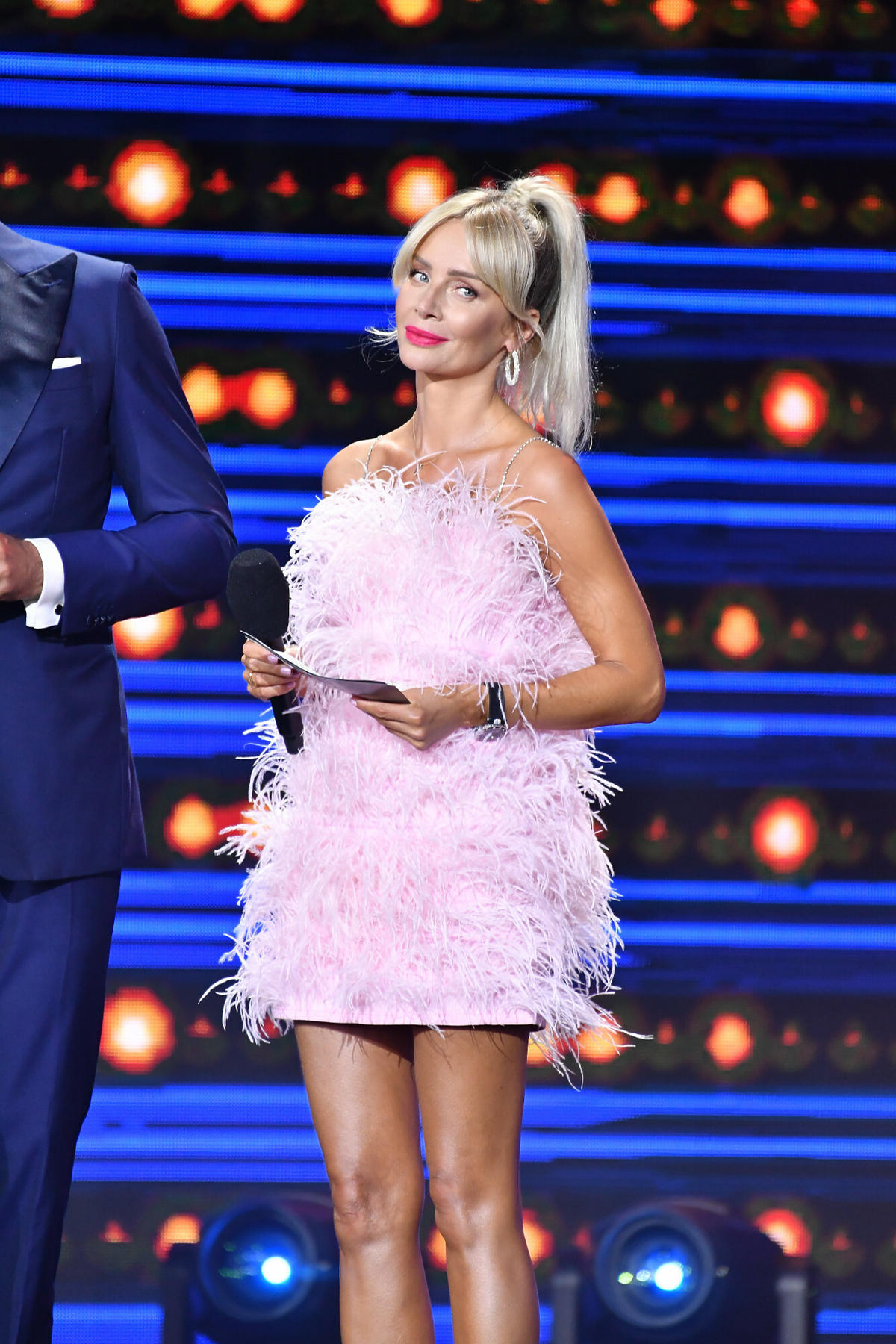 Agnieszka Woźniak-Starak w różowej sukience na festiwalu w Sopocie