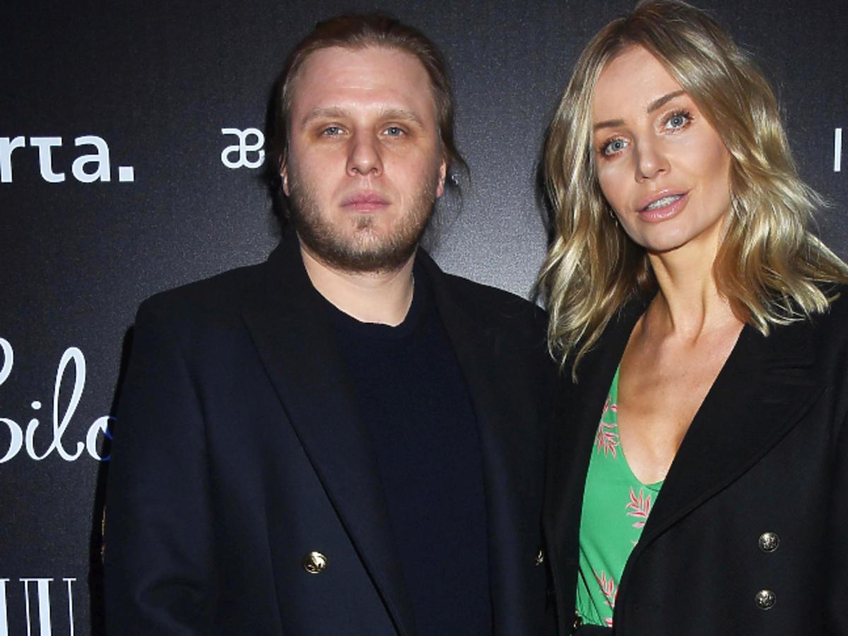 Agnieszka Woźniak Starak z mężem na pokazie bizuu