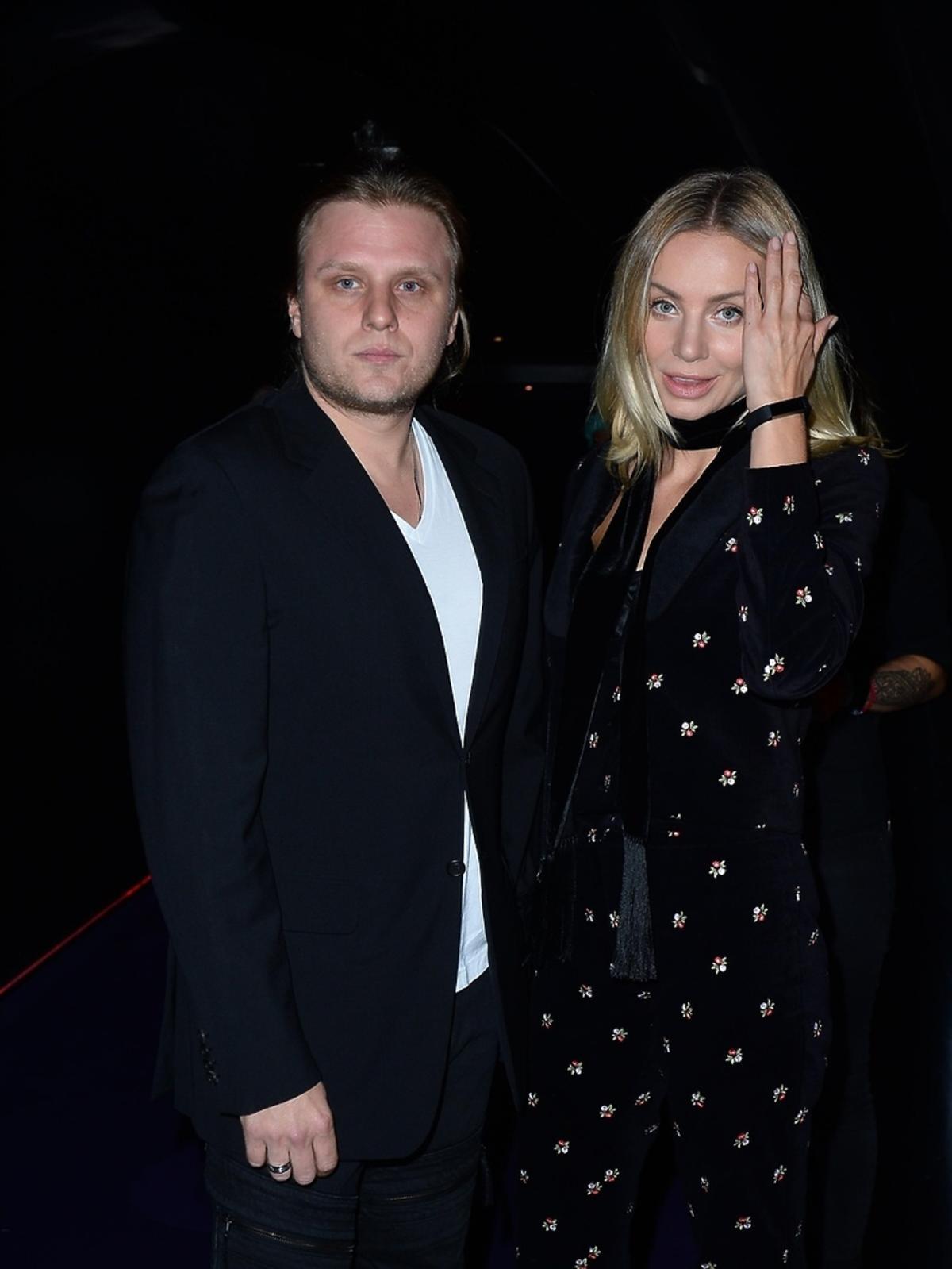 Agnieszka Woźniak Starak z mężem Piotrem na premierze filmu Botoks