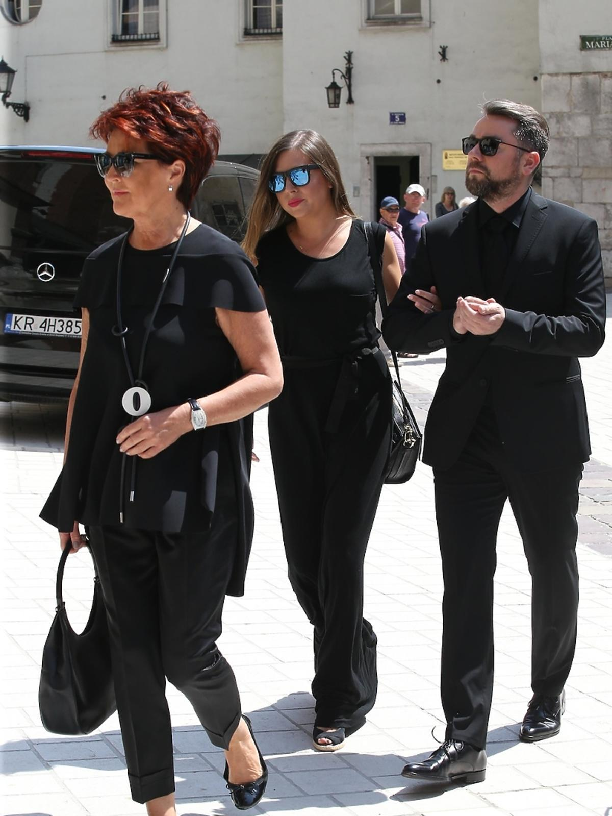 Aleksandra Kwasniewska, Kuba Badach, Jola Kwaśniewska na pogrzebie Zbigniewa Wodeckiego