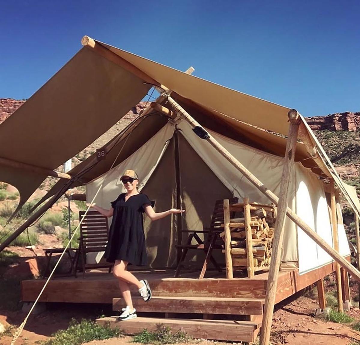 Aleksandra Kwaśniewska pod namiotem