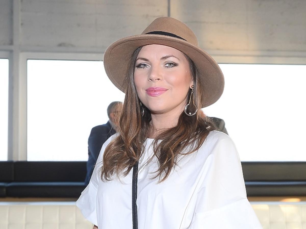 Aleksandra Kwaśniewska w kapeluszu