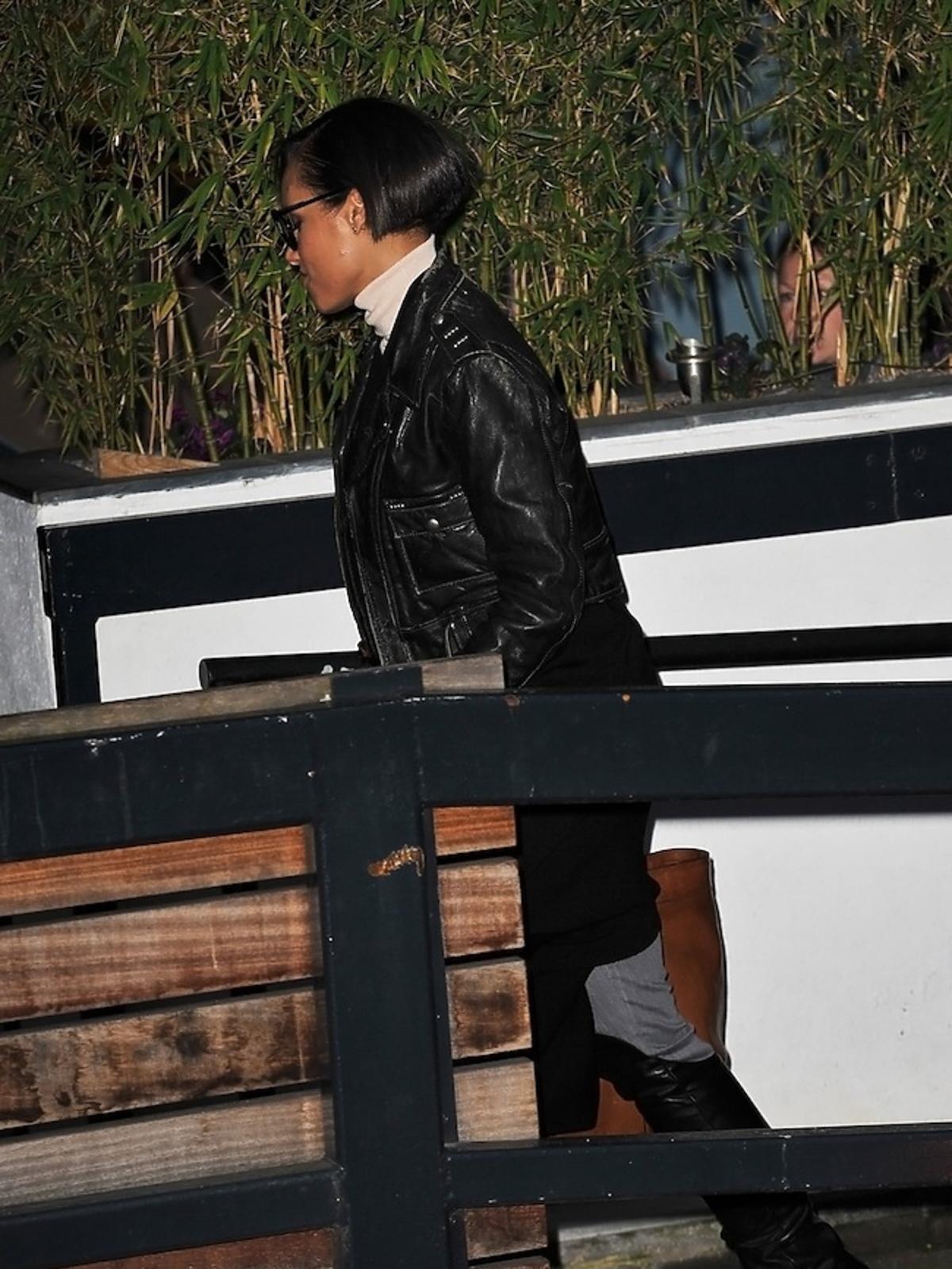 Alicia Keys przed studiem nagraniowym