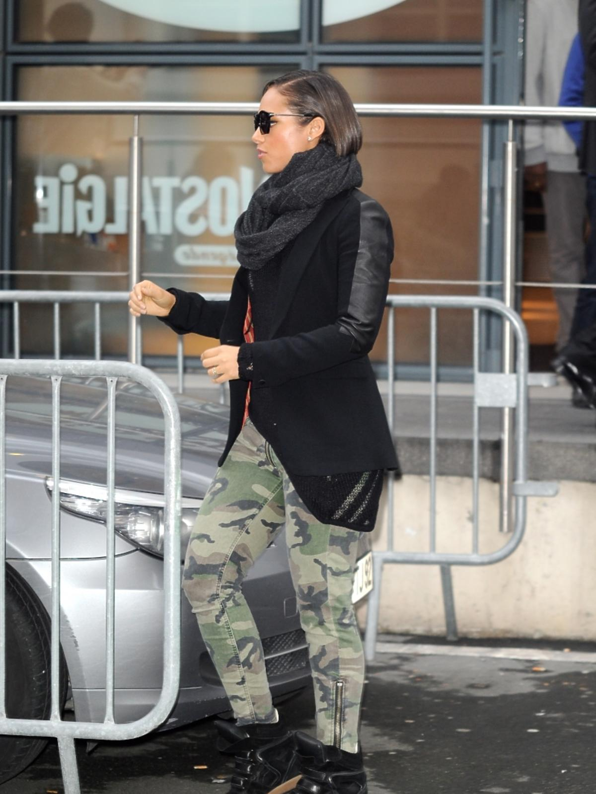 Alicia Keys w spodniach moro