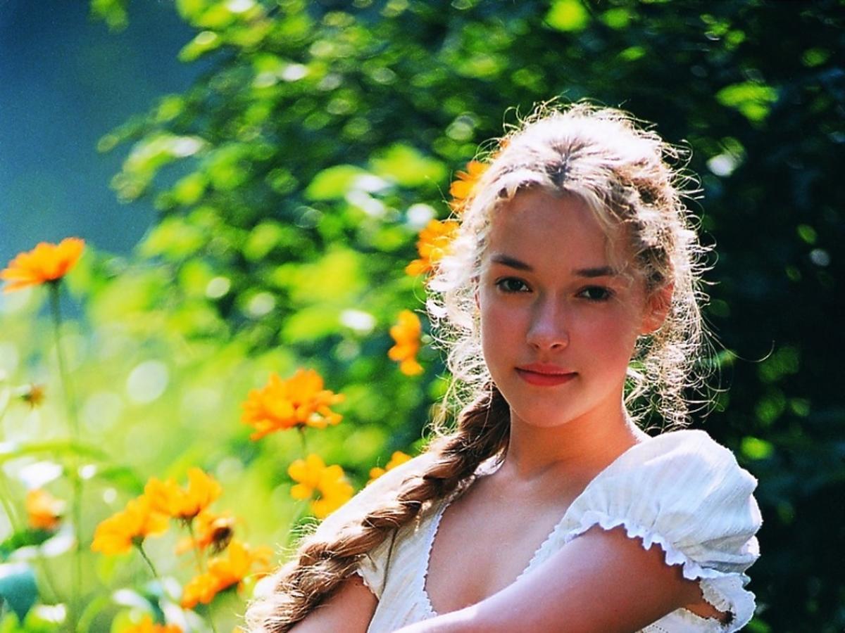 Alicja Bachleda-Curuś w białej koszuli