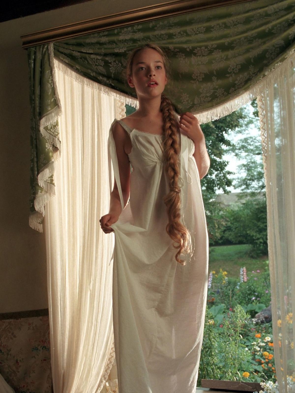 Alicja Bachleda-Curuś w koszuli nocnej