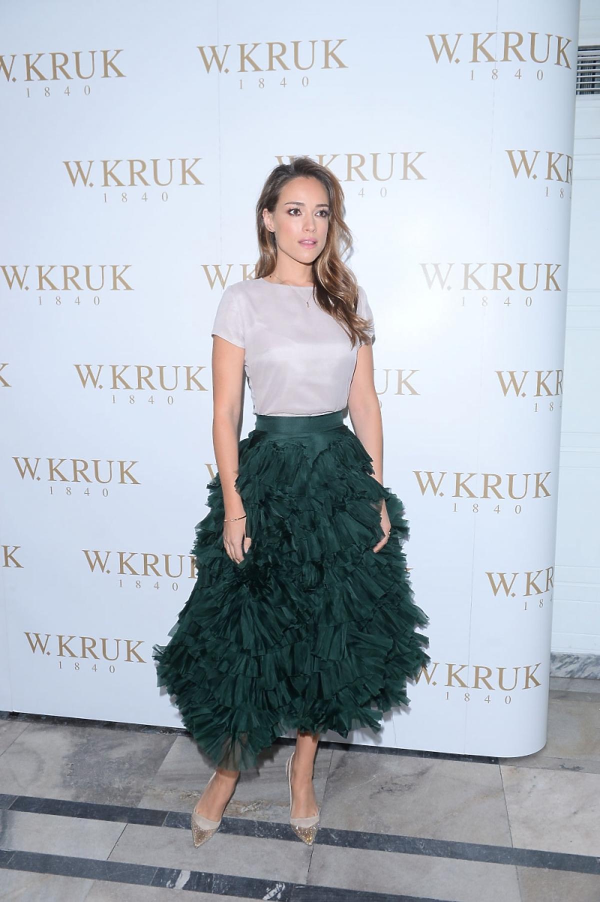 Alicja Bachleda-Curuś w zielonej spódnicy