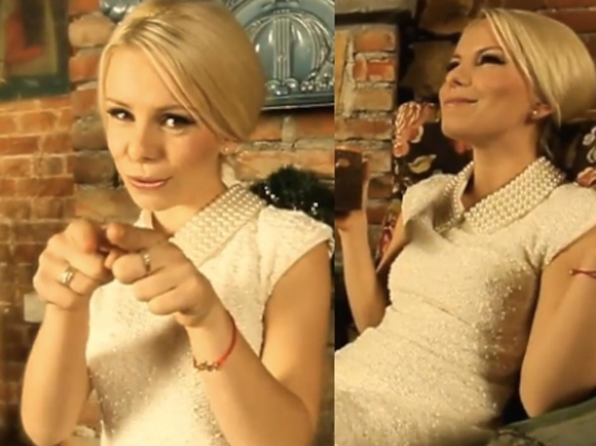 Alicja Janosz w teledysku Let It Snow